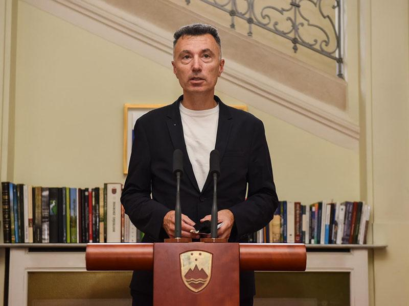 Bojan Dobovšek: »Slovenija vse bolj postaja Fluidna država, ki nam polzi iz rok«