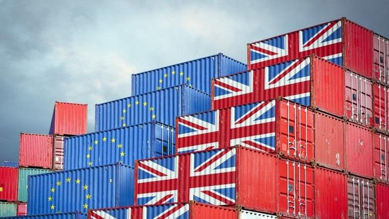 Po odhodu Velike Britanije iz EU izvoz drastično upadel, tovornjaki se z Otoka vračajo prazni
