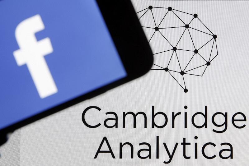 Facebook po škandalu okoli Cambridge Analytica odstranil več kot 400 aplikacij