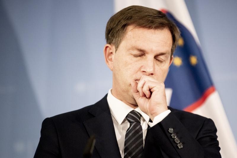 Hrvaška se posmehuje Sloveniji: Cerar je dvoličnež, govori eno, piše pa drugo