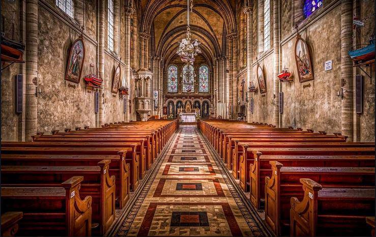 Preštevanje: verski prazniki - je država res ločena od cerkve?
