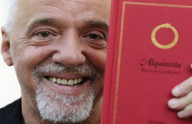 »Prosim, tisočkrat moledujem ...«: slavni pisatelj Paulo Coelho se opravičuje zaradi Bolsonara