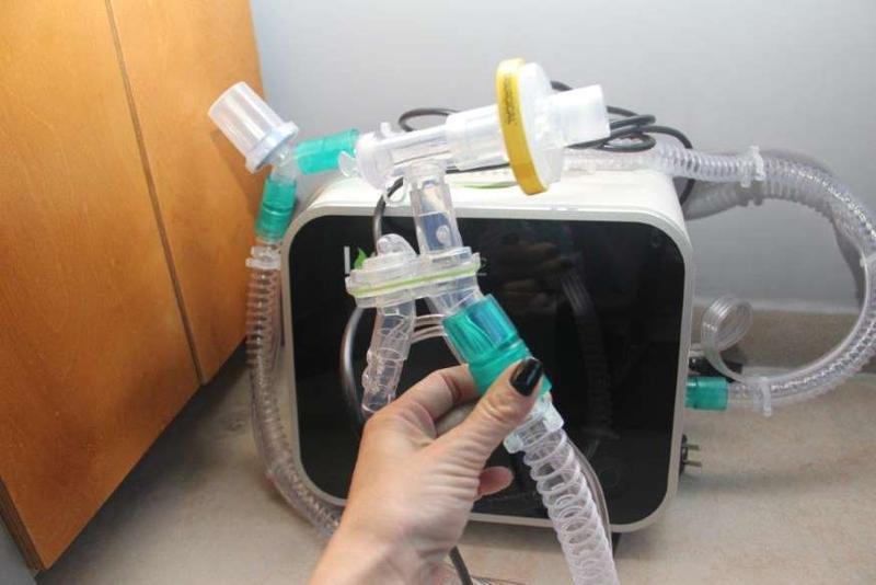 Ta stroj bi lahko reševal življenja okuženih s koronavirusom