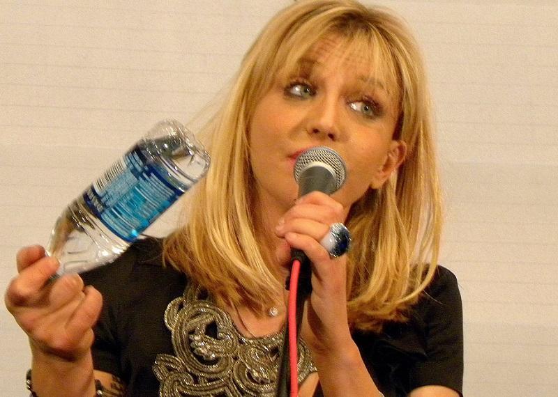 Courtney Love bo zapela ob spremljavi tisočglavega rock orkestra