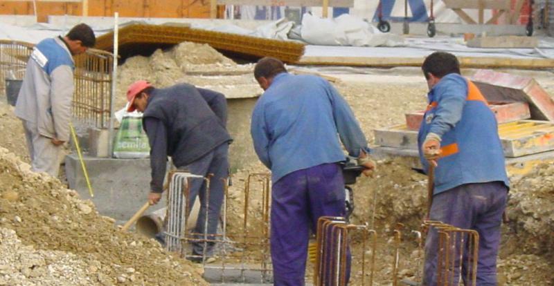 Janševa vlada našla novo nemočno tarčo: tuje delavce
