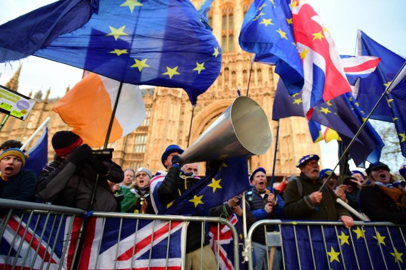 Theresa May že drugič poražena, brexit bo »neurejen« - ali pa ga ne bo