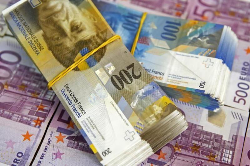 Tudi v združenju bank pozdravljajo sodbo vrhovnega sodišča glede posojil v švicarskih frankih