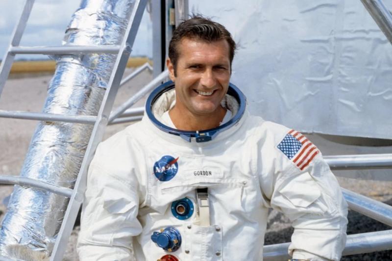 Umrl je astronavt programa Apollo Dick Gordon