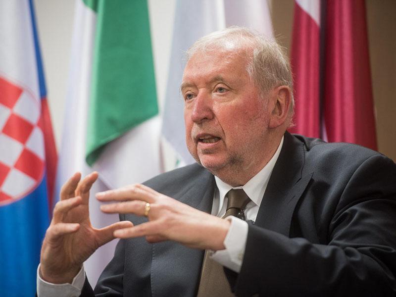 Dimitrij Rupel: »Sedanji predsednik vlade o zunanji politiki, se bojim, nima pojma.«
