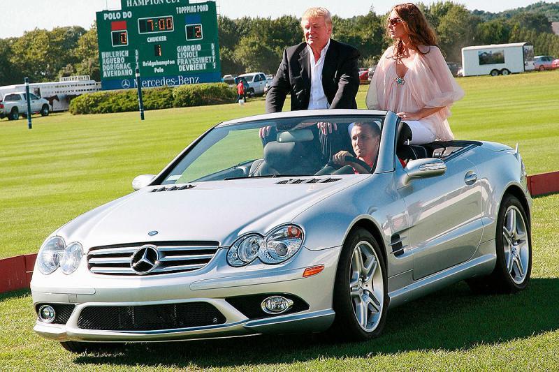 Trump se je po Irski prevažal z Mercedesi, katerih uvoz v ZDA želi prepovedati