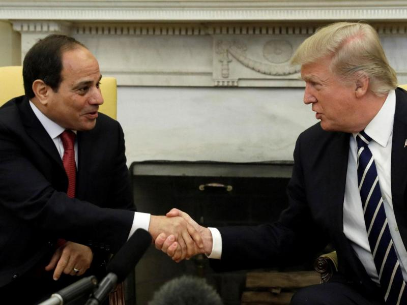 Egiptovsko sodišče na smrt obsodilo 75 islamistov