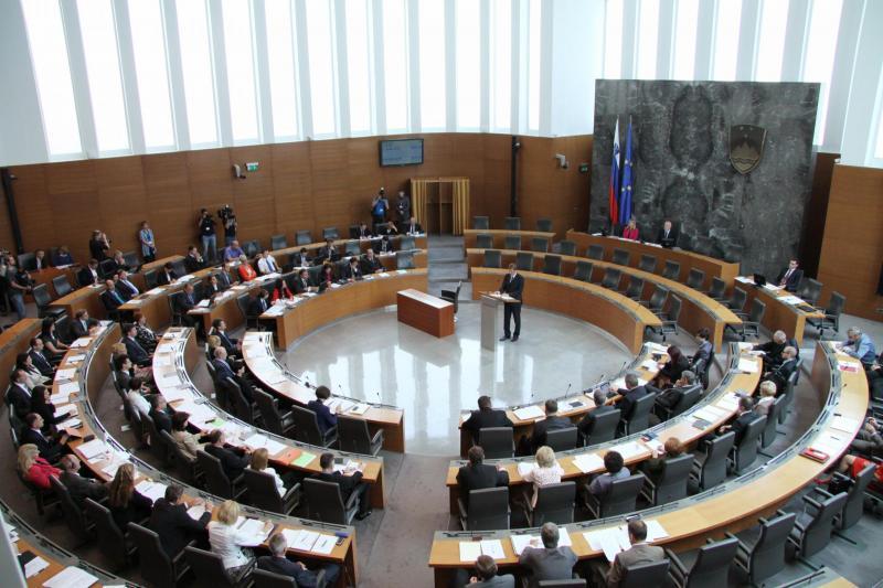 DZ danes o novelah zakona o izvršbi in zakona o izvrševanju kazenskih sankcij