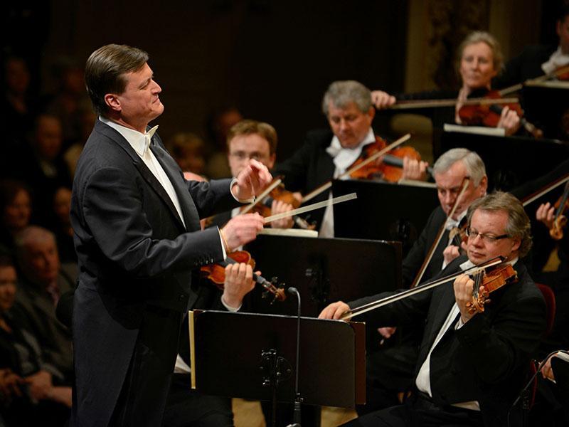 Novoletni koncert Dunajskih filharmonikov z novim dirigentom
