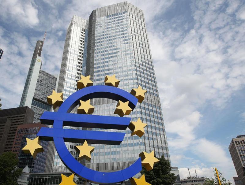 ECB nadaljuje s politiko nizkih obrestnih mer, ki »uničujejo gospodarstvo«. Bo Lagardova prinesla spremembe?