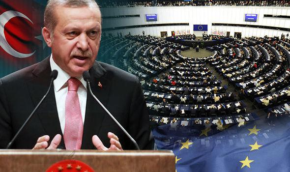 Erdogan: Turčija de facto začela kopensko operacijo v severni Siriji