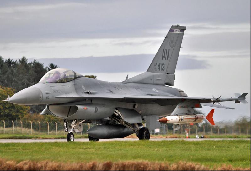 »Kako je Slovenija 'suverena' je bilo jasno, ko je na letališče Portorož priletel ameriški  F16 brez našega dovoljenja«