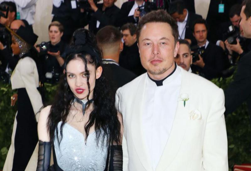Elon Musk in Grimes sta se po treh letih ločila: »Na pol sva ločena, a se še vedno ljubiva«