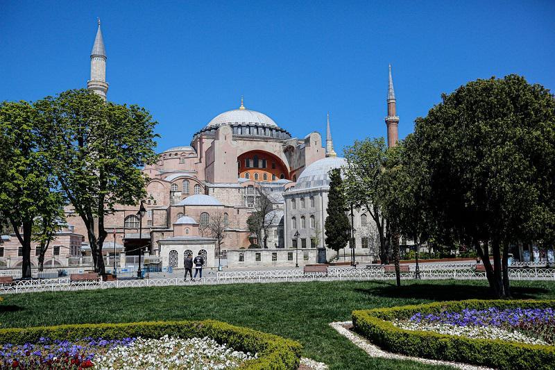Klofuta krščanstvu in sekularizmu: Turški predsednik Hagijo Sofijo z dekretom spremenil v mošejo