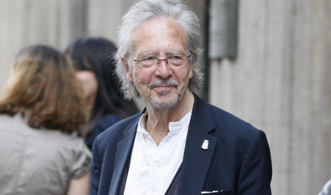 Nobelovo nagrado je dobil »naše gore list« Peter Handke, pogosto kritičen do ravnanja evropskih držav