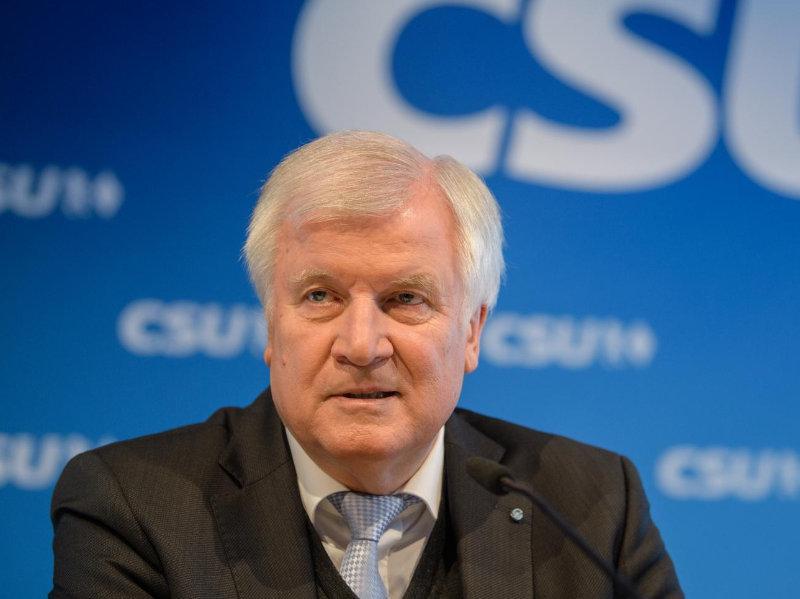 Horst Seehofer: »Če v EU ne bomo storili več, nas čaka begunski val, večji kot leta 2015«