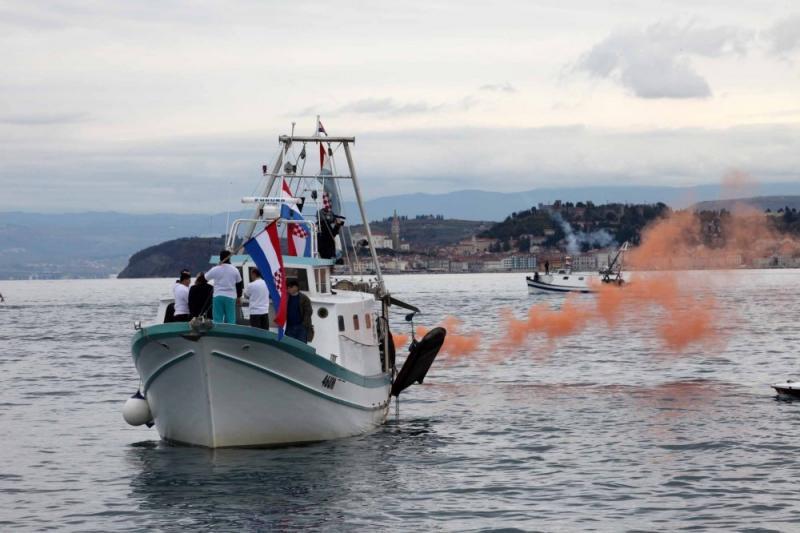 Hrvaški ribiški čoln slovenskemu v Piranskem zalivu potrgal mreže