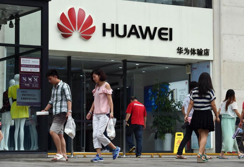 Finančna direktorica kitajskega Huaweija aretirana v Kanadi; grozi ji izročitev ZDA