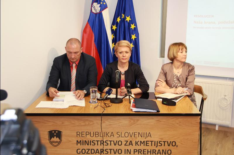 Ministrica Aleksandra Pivec: »Pri simulaciji niso sodelovali, ker je to matematični del, ki ga upravlja računalnik«