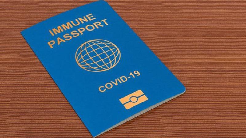 Prihajajo »cepilni potni listi,« ki vračajo svobodo gibanja, a prinašajo tudi nevarnost novih izključevanj in diskriminacije
