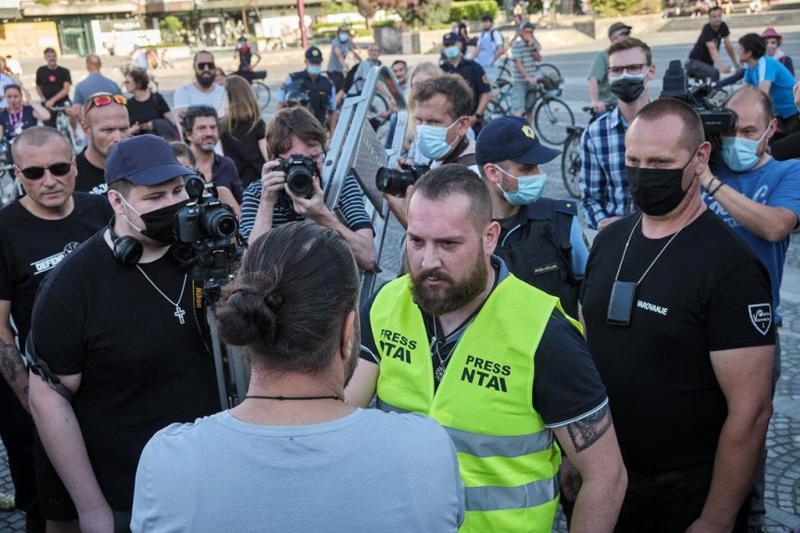 Bodo pripadniki t. i. »Nacionalne tiskovne agencije« v petek znova ustrahovali protestnike pod krinko novinarstva?