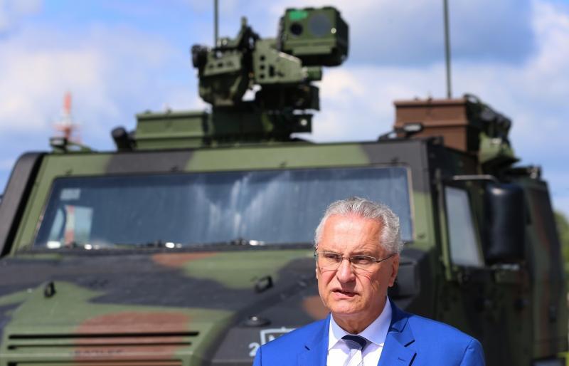 Bavarski notranji minister: slovenske meje naj ščiti Frontex