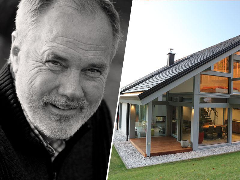 Friderik Kager, lastnik podjetja KAGER Hiša, skupaj z zadovoljnimi kupci praznuje 30 let samostojnega podjetništva