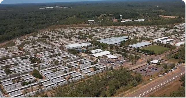 Avstralija gradi »karantenske vasi za tekoče operacije«. Kdo še gradi taborišča za necepljene?