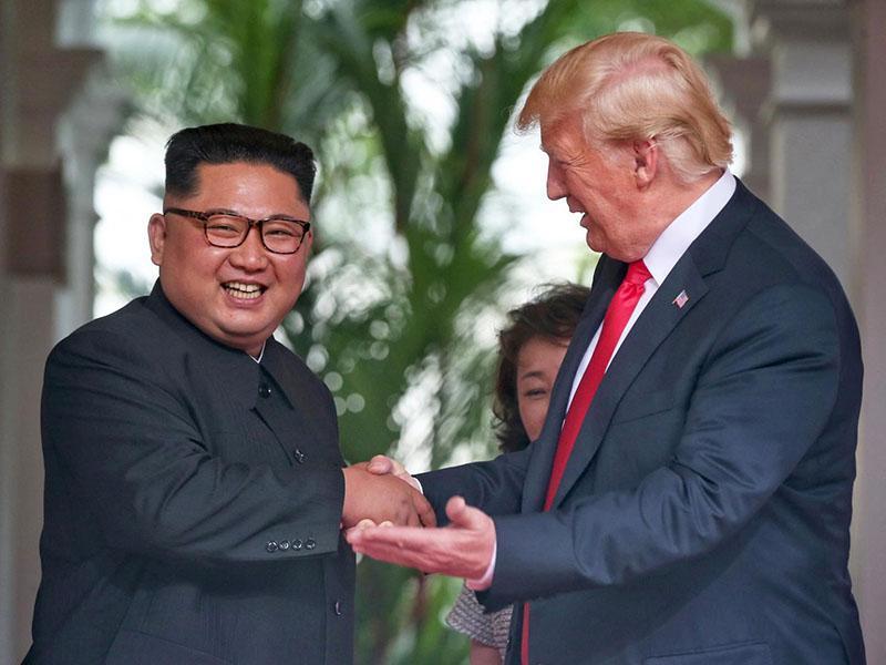 Trump dokazuje svojo moč: dvominutno srečanje s severnokorejskim diktatorjem si je naročil kar prek Twitterja