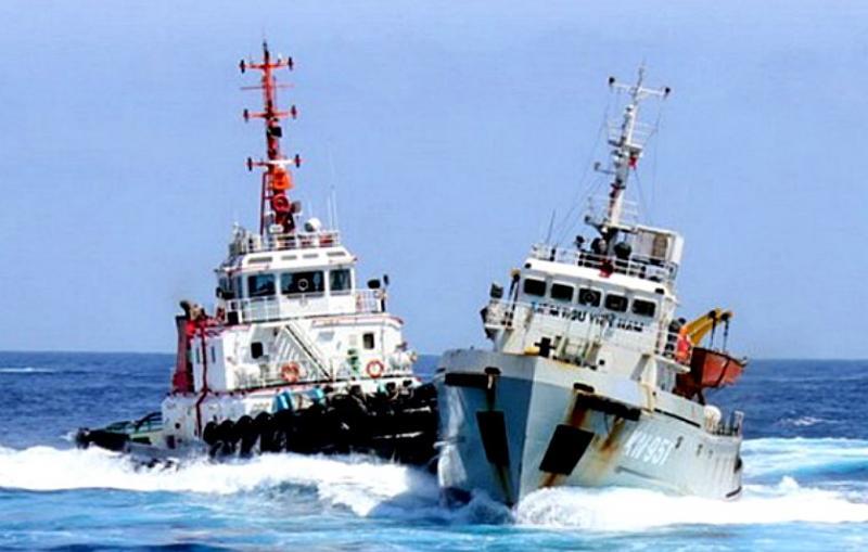 Arbitražni spor: sledi ustavljanje ladij na poti v Koper in »potiskanje« hrvaških ribičev?