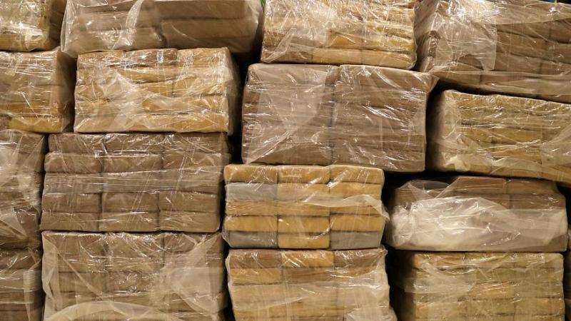 V Romuniji na prevrnjeni ladji našli tono, na obali pa več sto kilogramov kokaina