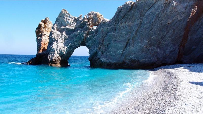 Grški otok uvedel globo v višini 1000 evrov za Slovencem najljubši prekršek