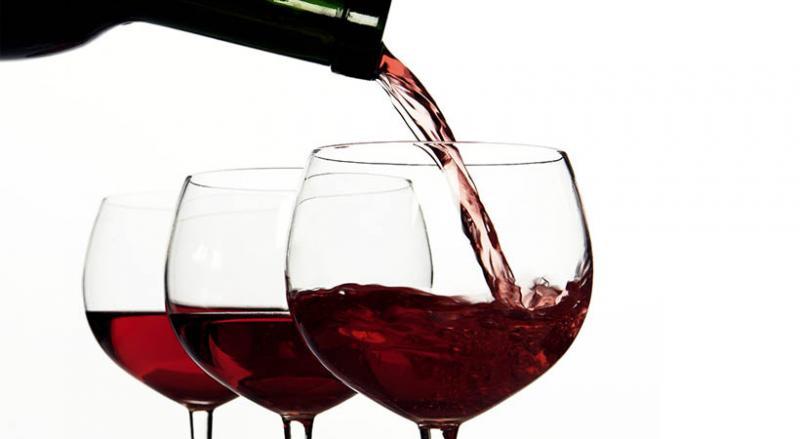 Skoraj čudežno: Pitna voda v vasi nedaleč od Modene »spremenjena« v odlično rdeče vino!