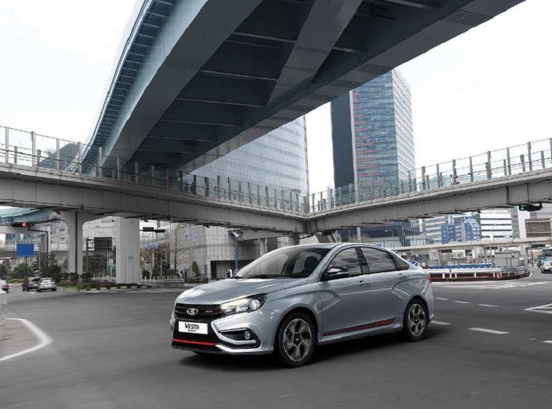 Avtovaz na Moskovskem avtomobilskem sejmu predstavil pet novih modelov Lada