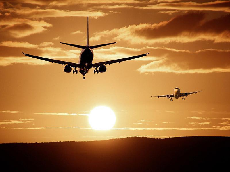 Vlada namenja subvencije letališču Jožeta Pučnika: so finančne vzpodbude napoved začetka konca Adrie Airways?