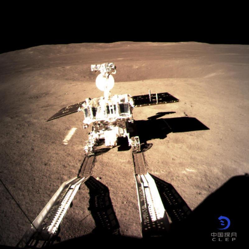 Kitajski rover pustil prve sledi na temni strani Meseca
