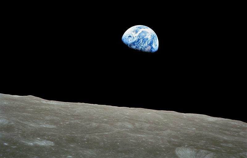 Na Luninih polih odkrili led