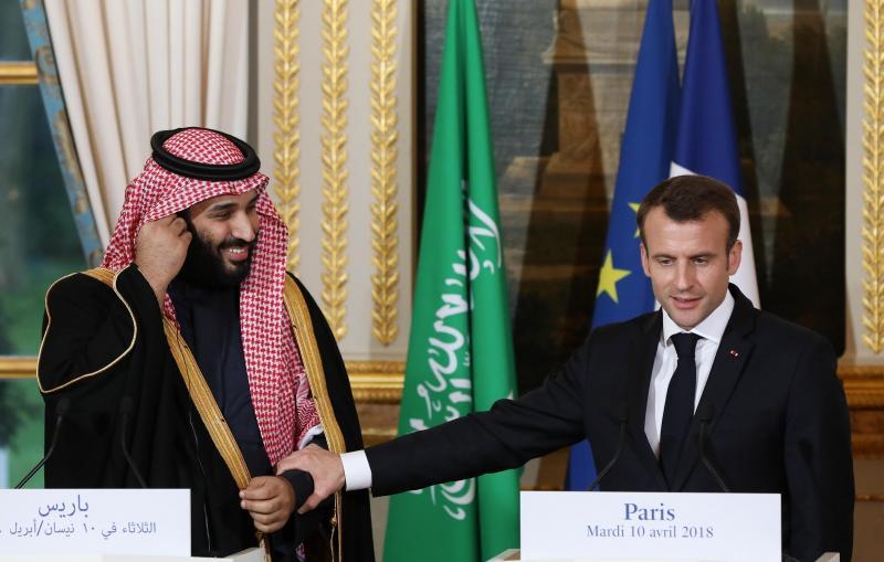Nezavedajoč se, da so mikrofoni vklopljeni, Macron zasliševal zloglasnega savdskega princa: