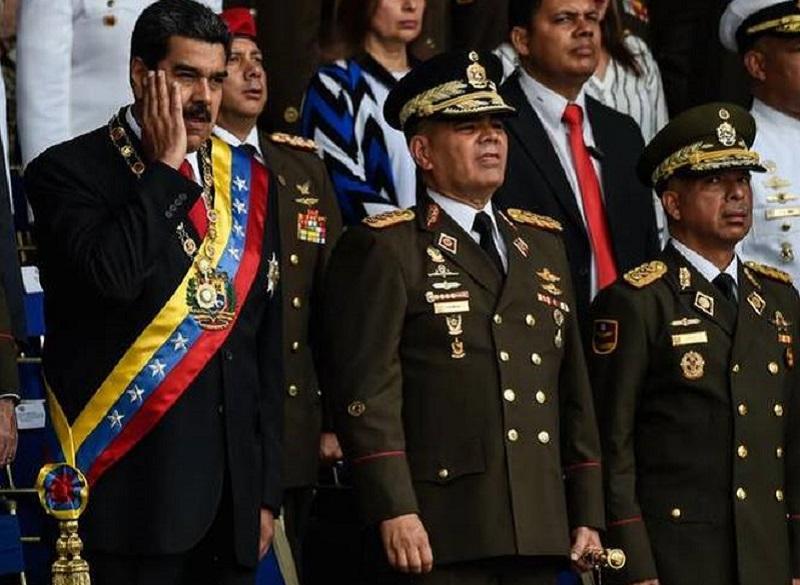Maduro med govorom tarča poskusa atentata