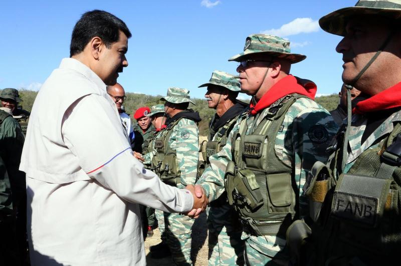 Trump venezuelske vojake z ultimatom pozval k izdaji: »Zapustite Madura ali pa boste izgubili vse!«