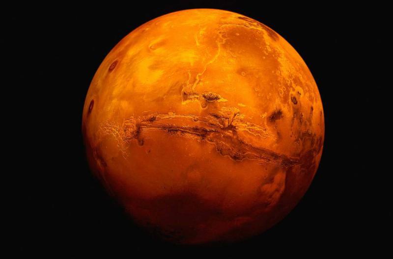 To je neumen razlog, zaradi katerega si Elon Musk želi, da bi z jedrskimi izstrelki bombardirali - Mars
