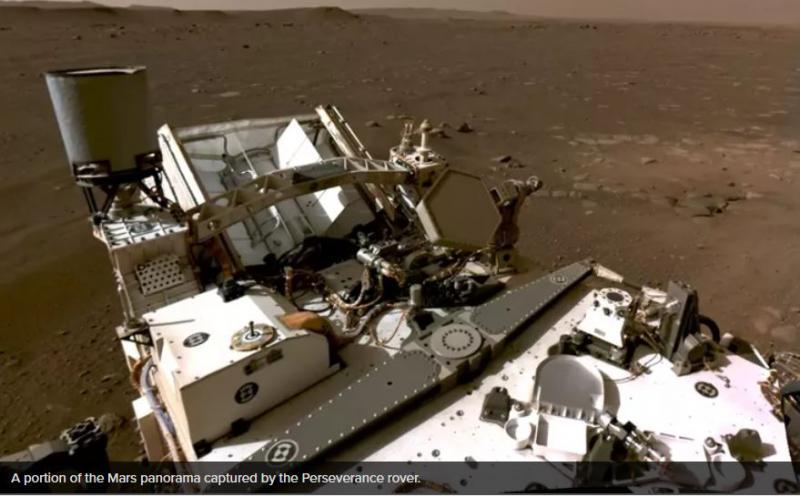 Oglejte si, kako je statina Marsu, gledati v vse smeri in poslušati – marsovski veter