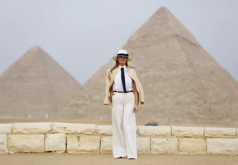 Melania Trump si je v Egiptu ogledala piramide, končala z afriško turnejo in podprla Kavanaugha