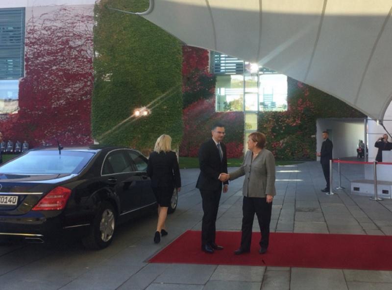 Merklova pohvalila Slovenijo za varovanje schengenske meje
