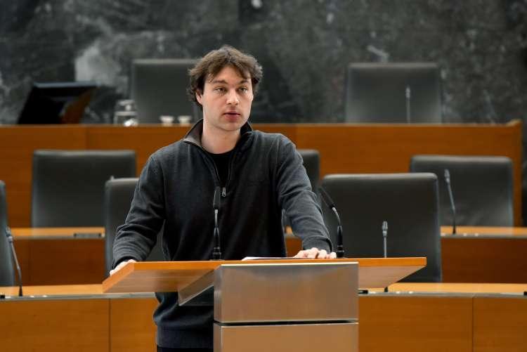 Miha Kordiš našel rešitev za »kapitalistično izsiljevanje« - nacionalizacijo