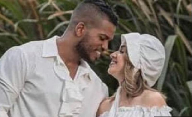 »Mar vaju ni sram?«: Poročen parček objavil odbite slike s poroke, tvitosfera zgrožena